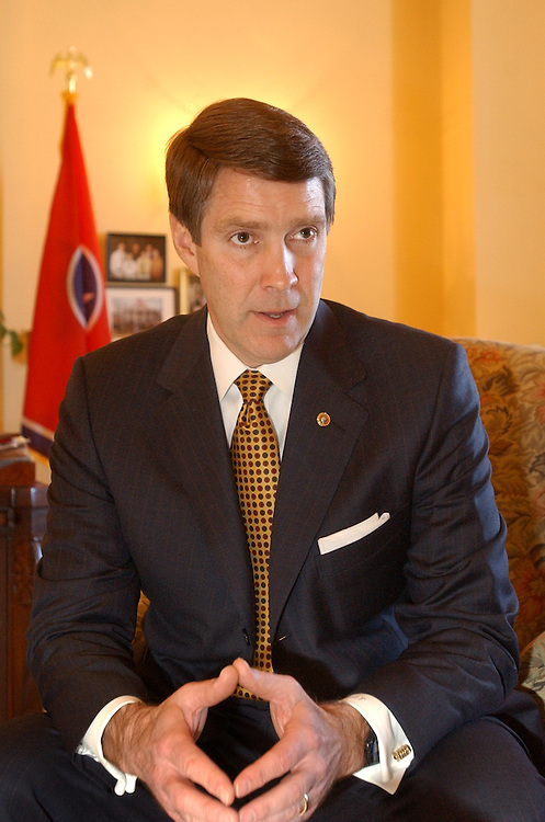 frist7/012303 -- Sen. Bill Frist, R-Tenn., is interviewed by Roll Call in his Capitol office.