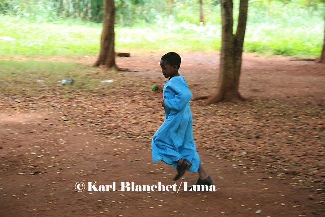 A young boy running in the yard of the Islamic school in Sunayni, Ghana. In Ghana, coranic schools were transformed into islamic schools. Pupils learn the mainstream curriculum and have additional courses in arabic and islam.