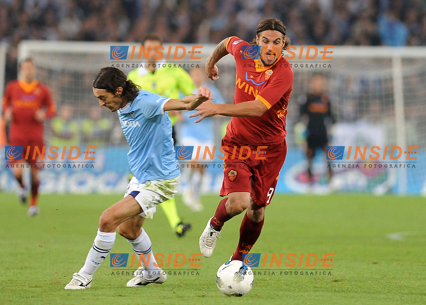 giuseppe biava(lazio) e pablo osvaldo (roma)..klose score lazio..Roma 16-10-2011..Calcio Football Lega Serie A 2011-2012..Lazio Roma..Foto Insidefoto Massimo Oliva..
