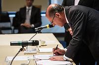 SÃO PAULO, SP - 30.09.2013: CERIMÔNIA DE POSSE E PRIMEIRA REUNIÃO DE TRABALHO DO CONSELHO SUPERIOR DE GESTÃO EM SAÚDE DO ESTADO DE SP - O Governador de São Paulo, Geraldo Alckmin durante a Cerimônia de posse e primeira reunião de trabalho do Conselho Superior de Gestão em Saúde do Estado de SP, que ocorre no Palácio dos Bandeirantes, bairro do Morumbi região Sul de São Paulo nesta segunda-feira (30). (Foto: Marcelo Brammer/Brazil Photo Press)