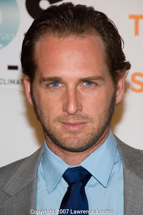 Actor Josh Lucas arrives at the SOS short film program on the opening night of the Tribeca Fim Festival April 25, 2007, at the Tribeca Performing Arts Center in New York City.  (Pictured : JOSH LUCAS).