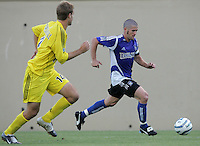 6 August 2005: Wade Barrett of the Earthquakes dribbles the ball away from Crew defender at Spartan Stadium in San Jose, California.   Earthquakes defeated Crew, 2-1.   Credit: Michael Pimentel / ISI