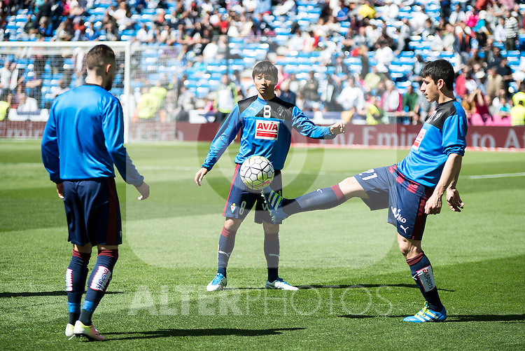 Sociedad Deportiva Eibar's Takashi Inui and Saul Berjon during La Liga match. April 09, 2016. (ALTERPHOTOS/Borja B.Hojas)