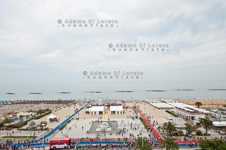 PESCARA (PE) 10/06/2012 - IRON MAN ITALY 70.3 ITALY. NELLA FOTO UNA VEDUTA PANORAMICA DELL'AREA ARRIVO E PARTENZA  . FOTO DI LORETO ADAMO