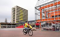 Nederland Amsterdam 2018 . Campus Uilenstede. Studentenhuisvesting. Links een oude studentenflat, rechts een nieuw gebouw.   Foto Berlinda van Dam / Hollandse Hoogte