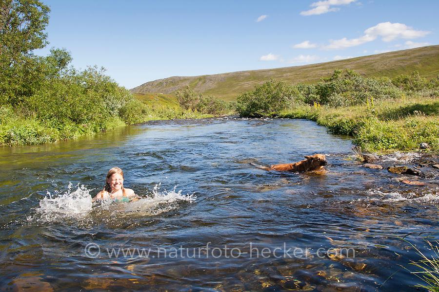 Kinder, Kind, Mädchen, Baden in einem Bach, schwimmen, Spaß, Toben, Erfrischung, Ferien. Bathing, swimming, bluster, fun, holiday, refreshment, stream, brook, creek