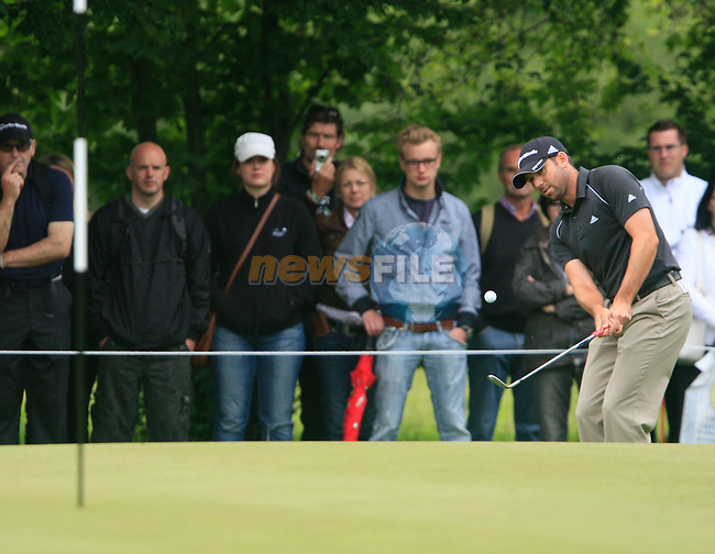 Sergio Garcia (ESP) chips onto the 17th green during of Day 3 of the BMW International Open at Golf Club Munchen Eichenried, Germany, 25th June 2011 (Photo Eoin Clarke/www.golffile.ie)