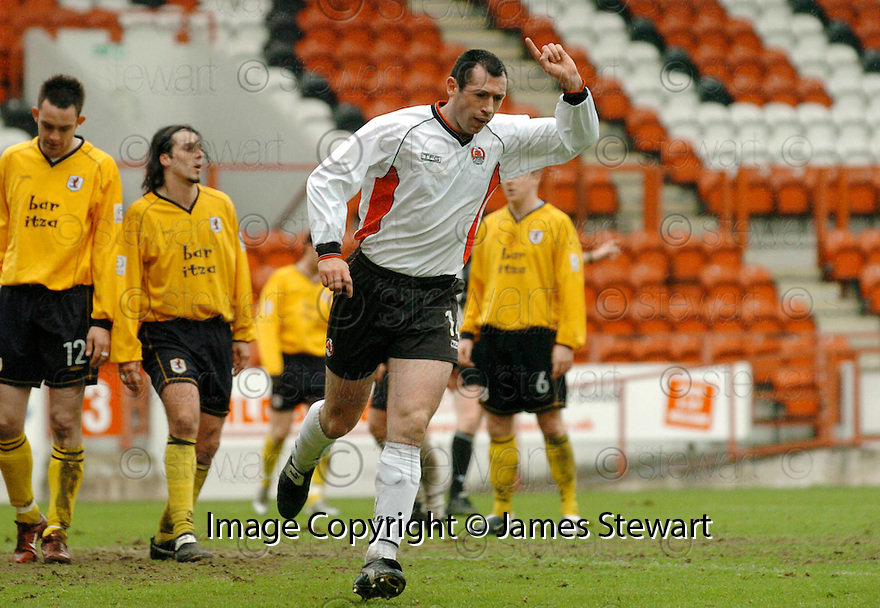 20040417    Copyright Pic: James Stewart.File Name : jspa09_clyde_v_raith.PAT KEOGH CELEBRATES SCORING CLYDE'S FOURTH....James Stewart Photo Agency 19 Carronlea Drive, Falkirk. FK2 8DN      Vat Reg No. 607 6932 25.Office     : +44 (0)1324 570906     .Mobile  : +44 (0)7721 416997.Fax         :  +44 (0)1324 570906.E-mail  :  jim@jspa.co.uk.If you require further information then contact Jim Stewart on any of the numbers above.........