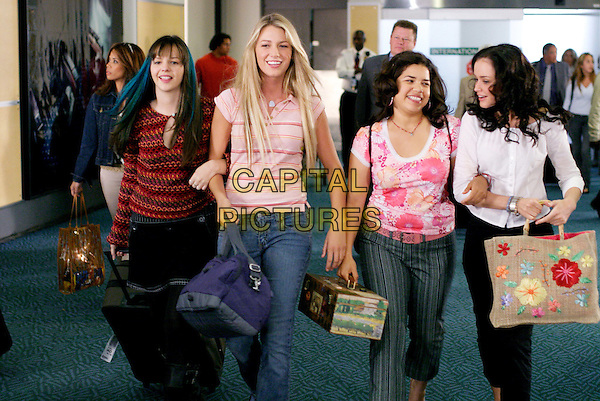 AMBER TAMBLYN, BLAKE LIVELY, AMERICA FERRERA & ALEXIS BLEDEL.in The Sisterhood of the Traveling Pants.*Editorial Use Only*.www.capitalpictures.com.sales@capitalpictures.com.Supplied by Capital Pictures.