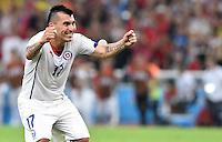 FUSSBALL WM 2014  VORRUNDE    Gruppe B     Spanien - Chile                           18.06.2014 Gary Medel (Chile) jubelt nach dem Abpfiff