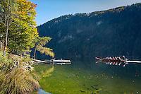 Austria; Styria; Styrian Salzkammergut; Ausseer Land, near Goessl am Grundlsee: autumn scene at Lake Toplitzsee, a boat ride to nearby Lake Kammersee | Oesterreich, Steyrisches Salzkammergut, bei Goessl am Grundlsee: Herbststimmung am Toplitzsee, mit einer Plaettenfahrt geht es weiter zum Kammersee