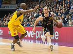 07.01.2018, EWE Arena, Oldenburg, GER, BBL, Eisb&auml;ren EWE Baskets Oldenburg vs WALTER Tigers T&uuml;bingen, im Bild<br /> <br /> Reggie UPSHAW  (T&uuml;bingen #30 )<br /> Rickey PAULDING (EWE Baskets Oldenburg #23)<br /> Foto &copy; nordphoto / Rojahn