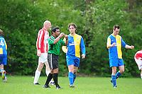 VOETBAL: BOIJL: Sportpark VV Boijl, 29-04-2012, Boijl - De Blesse, 3e klasse B, Scheidsrechter Bram Souisa fluit voor het einde van de wedstrijd, Herman Mailly (#3 Boijl), Jeroen Bokkers (#7 Boijl) balt z'n vuisten na de overwinning, Eindstand 2-1, ©foto Martin de Jong