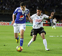 BOGOTA - COLOMBIA - 15 -06 -2013: Pedro Franco (Izquierda) jugador de Millonarios , disputa el balón con Sergio Romero (Derecha) del Once Caldas   durante partido en el estadio Nemesio Camacho El Campín   de la ciudad de Bogotá , junio 15  de 2013. partido correspondiente a los cuadrangulares semifinales F 1 de la Liga Postobon I. (Foto: VizzorImage / Felipe Caicedo / Staff). Pedro Franco (left) Millonarios player, fights for the ball with Sergio Romero(Right) of Once Caldas during party in the stadium Nemesio Camacho El Campin in Bogota, June 15, 2013. homer game in the semifinals of the League F1 Postobón I.<br /> VizzorImage / Felipe Caicedo / Staff