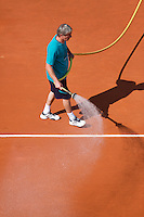 29-05-12, France, Paris, Tennis, Roland Garros, Court maintenance