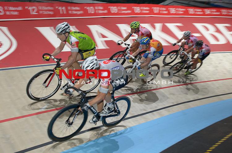 13.01.2014, &Ouml;VB Arena, Bremen, GER, Sixdays Bremen, im Bild Milan Kadlec (Team leasing e bike #8), Andreas M&uuml;ller (Team Ryanair #3)<br /> <br /> Foto &copy; nordphoto / Frisch
