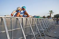 Senigallia, Agosto 2013. Una coppia vestita con costumi d'epoca in una spiaggia di Senigallia durante il Festival Summer Jamboree.