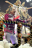 SAO PAULO, SP, 24 DE FEVEREIRO 2012 - CARNAVAL SP DESFILE CAMPEAS - ROSAS DE OURO - Roberto Justus  da escola de samba Rosas de Ouro durante desfile das campeãs  do Carnaval 2012 de São Paulo, no Sambódromo do Anhembi, na zona norte da cidade, (FOTO: ALE VIANNA - BRAZIL PHOTO PRESS)