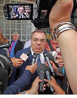 NAPOLI USCITA DEL SENATORE DE GREGORIO DOPO L'UDIENZA PRELIMINARE DEL PROCESSO PER LA COMPRAVENDI&igrave;TA DEI SENATORE<br /> NELLA FOTO  SERGIO DE GREGORIO<br /> FOTO CIRO DE LUCA Napoli 26/07/2013