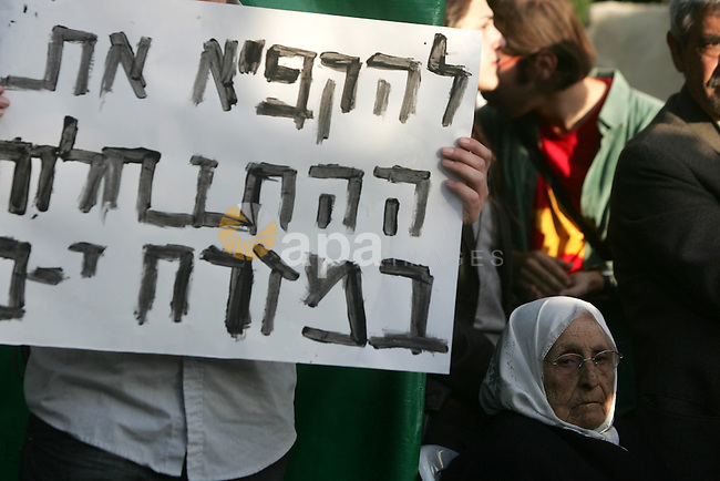 Left-wing Israelis demonstrate against the controversial home Jewish settlers took over in the Sheikh Jarrah neighborhood in Jerusalem during a protest calling for the state to evict the Jewish settler, 04 December 2009. Photo by Mohamar Awad
