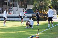 SANTOS, SP, 10.08.2015 - FUTEBOL- SANTOS – Jogadores do Santos durante sessão de treinamento no Centro de Treinamento Rei Pelé nesta segunda-feira, 10. (Foto: Flavio Hopp/Brazil Photo Press)