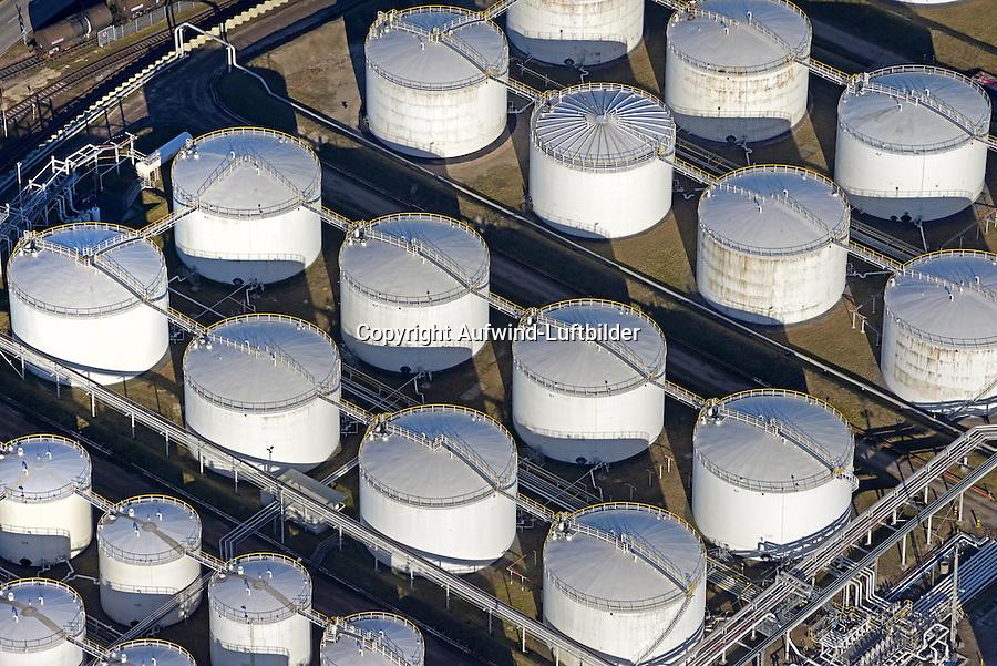 Tanklager VOPAK im Hamburger Hafen: EUROPA, DEUTSCHLAND, HAMBURG, 15.03.2016: Vopak Dupeg Terminal-Tanklage