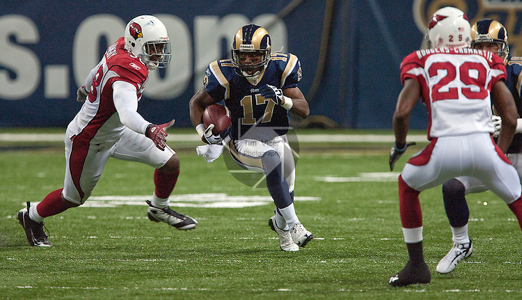 112209tvopening.Rams WR Donnie Avery (17, center) slips through an opening in the Cardinals defensive line.  Cardinals players shown are LB Karlos Dansby (58, left) and CB Dominique Rodgers-Cromartie (29, at right)..BND/TIM VIZER
