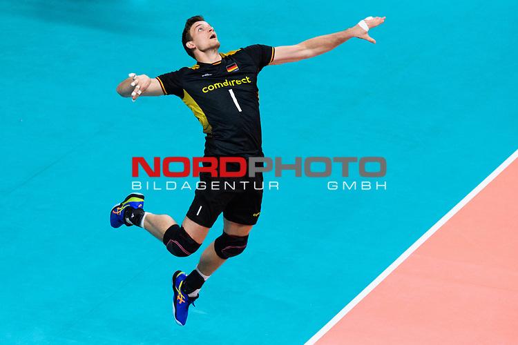 18.09.2019, Lotto Arena, Antwerpen<br />Volleyball, Europameisterschaft, Deutschland (GER) vs. Slowakei (SVK)<br /><br />Aufschlag / Service Christian Fromm (#1 GER)<br /><br />  Foto © nordphoto / Kurth
