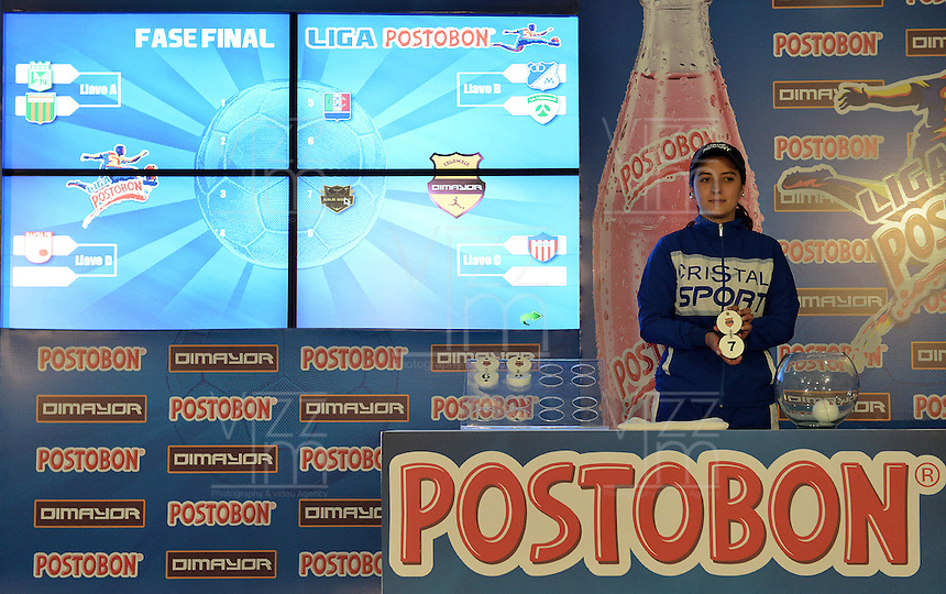 BOGOTÁ -COLOMBIA, 20-04-2014. Aspecto del sorteo de los Cuartos de Final de la Liga POstobón I 2014 realizado en el estadio Metropolitano de Techo en Bogotá./ Aspect of the raffle for the quarterfinals of the Postobon League I 2014 at Matropolitano de Techo stadium in Bogota city. Photo: VizzorImage/ Gabriel Aponte / Staff