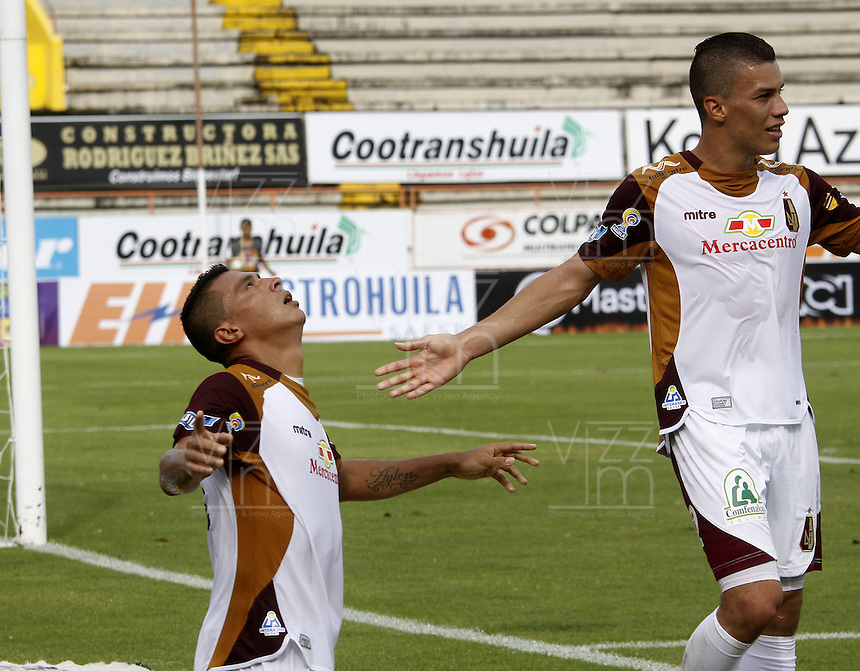 NEIVA, COLOMBIA, 24-04-2016: Victor Aquino jugador de Deportes Tolima celebra después de anotar un gol a Atlético Huila durante partido por la fecha  14 de la Liga Águila I 2016 jugado en el estadio Guillermo Plazas Alcid de la ciudad de Neiva./ Victor Aquino player of Deportes Tolima celebrates after scoring a goal to Atletico Huila during match for the date 14 of the Aguila League I 2016 played at Guillermo Plazas Alcid in Neiva city. VizzorImage / Sergio Reyes / Cont