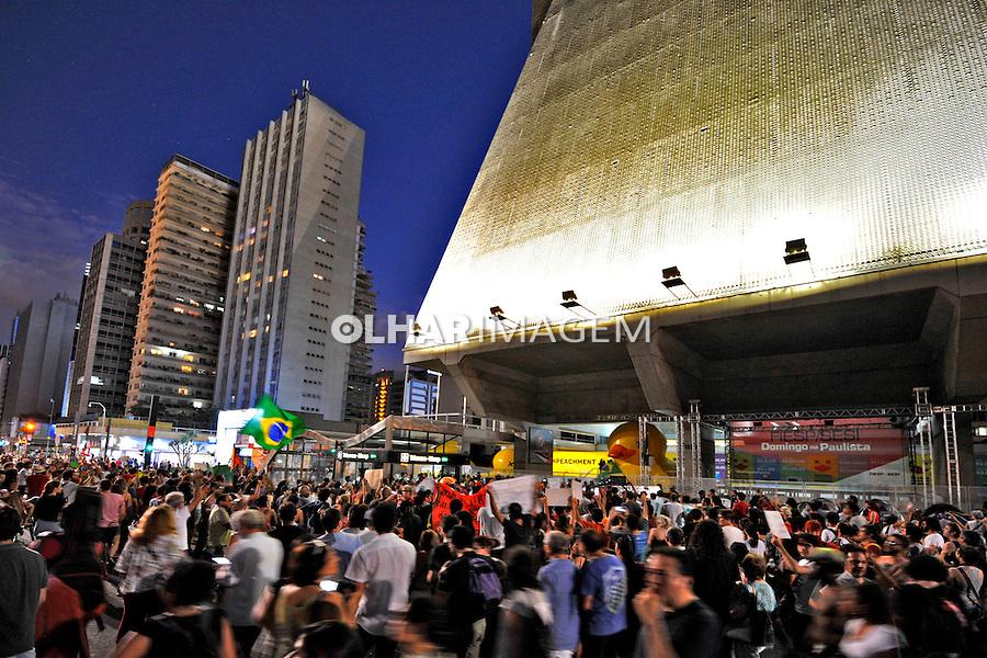 Manifestaçao contra o impeachment do governo Dilma em frente a Fiesp. Avenida Paulista. Sao Paulo. 2016. Foto de Juca Martins.