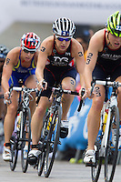 12 JUL 2014 - HAMBURG, GER - Jodie Stimpson (GBR) (centre) of Great Britain drafts team mate Vicky Holland on the bike during the elite women's 2014 ITU World Triathlon Series round in the Altstadt Quarter, Hamburg, Germany (PHOTO COPYRIGHT © 2014 NIGEL FARROW, ALL RIGHTS RESERVED)