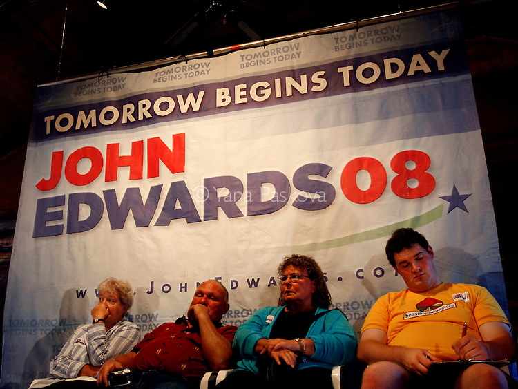 People listen to Democratic Presidential hopeful John Edwards (D-NC) campaign in Ackley, IA, on July 13, 2007.