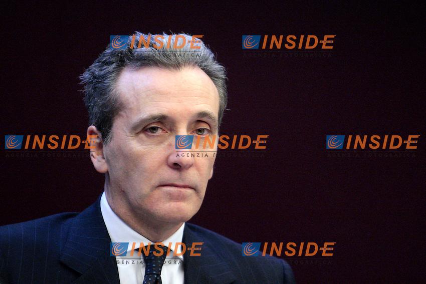 Vittorio Grilli..Roma 06/03/2012 Ministero del l'Economia. Presentazione di BTP Italia, il nuovo Titolo di Stato telematico ideato dal Tesoro per i risparmiatori privati...Photo Samantha Zucchi Insidefoto