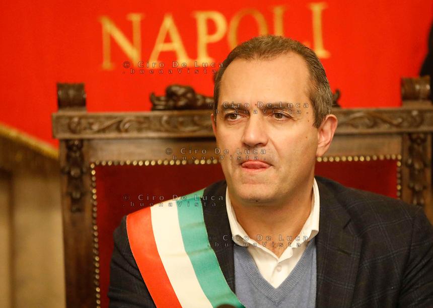 The actor Alessandro Gassman receives the honorary citizenship of Naples <br /> Alessandro Gasmann cittadino onorario di Napoli<br /> Nella foto il Sindaco Di Napoli Luigi de Magistris