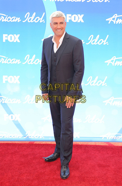 "Taylor Hicks.arriving at FOX's ""American Idol"" Grand Finale at Nokia Theatre L.A. Live in Los Angeles, California, USA,.May 16th 2013..full length grey gray suit waistcoat jacket .CAP/ROT/TM.©Tony Michaels/Roth Stock/Capital Pictures"
