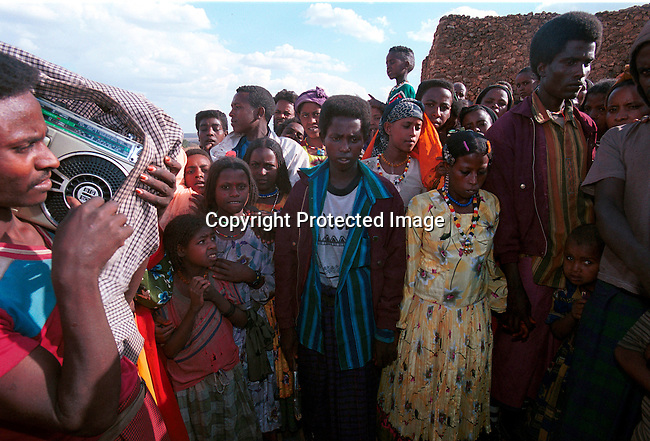 dicoeth00095.Ethiopia. A young couple waiting to get married in Erer Valley on February 9, 2001 in a rural area in eastern Ethiopia. This area is mostly muslim and a project against Female Genital Mutilation has started and been very successful in stopping the practice. .©Per-Anders Pettersson/iAfrika Photos