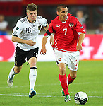03.06.2011, Ernst Happel Stadion, Wien, AUT, UEFA EURO 2012, Qualifikation, Oesterreich (AUT) vs Deutschland (GER), im Bild Laufduell zwischen Toni Kroos, (GER, #18) und Stefan Kulovits, (AUT, #7)  // during the UEFA Euro 2012 Qualifier Game, Austria vs Germany, at Ernst Happel Stadium, Vienna, 2010-06-03, EXPA Pictures © 2011, PhotoCredit: EXPA/ T. Haumer