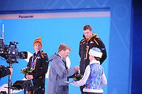 OLYMPICS: SOCHI: Medal Plaza, 09-02-2014, medaille uitreiking, 5000m Men, Jan Blokhuijsen (NED), Koning Willem-Alexander (erelid IOC), Sven Kramer (NED), ©foto Martin de Jong