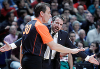Zalgiris Kaunas' coach Joan Plaza have words with the referee during Euroleague 2012/2013 match.January 11,2013. (ALTERPHOTOS/Acero) NortePHOTO