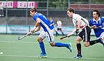 AMSTELVEEN -  Bjorn Kellerman (Kampong) met Fergus Kavanagh (A'dam)   tijdens  de  eerste finalewedstrijd van de play-offs om de landtitel in het Wagener Stadion, tussen Amsterdam en Kampong (1-1). Kampong wint de shoot outs.   COPYRIGHT KOEN SUYK