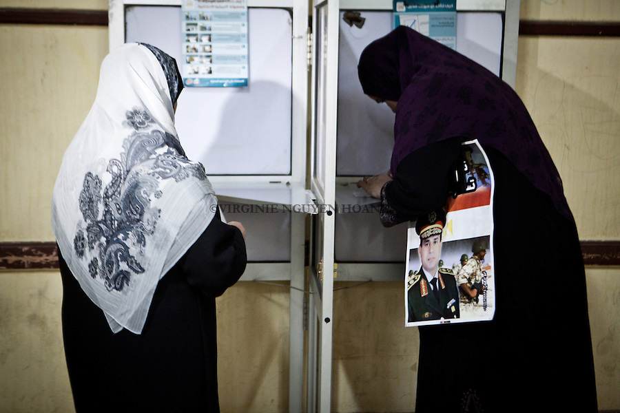 EGYPT, Cairo; Lots of women were in possession of pictures and posters of General Al-Sissi in the referendum for the Constitution January 14, 2014. NGUYEN HOANG VIRGINIE
