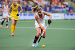 The Hague, Netherlands, June 07: Ellen Hoog #19 of The Netherlands runs with the ball during the field hockey group match (Group A) between Australia and The Netherlands on June 7, 2014 during the World Cup 2014 at Kyocera Stadium in The Hague, Netherlands. Final score 0-0 (0-2) (Photo by Dirk Markgraf / www.265-images.com) *** Local caption ***