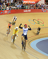 PICTURE BY VAUGHN RIDLEY/SWPIX.COM - London 2012 Olympic Games - Track Cycling - Velodrome, Olympic Park, London, England - 07/08/12 - Great Britain's Chris Hoy wins Gold in the Men's Keirin Final.