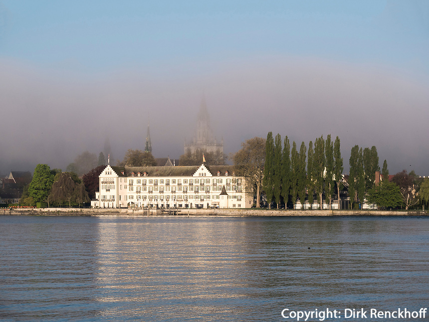 Blick auf Hotel Steigenberger und M&uuml;nster, Uferpromenade von Konstanz, Baden-W&uuml;rttemberg, Deutschland, Europa<br /> Hotel Steigenberger and M&uuml;nster church, seen from lakeside promenade, Constance, Baden-W&uuml;rttemberg, Germany, Europe