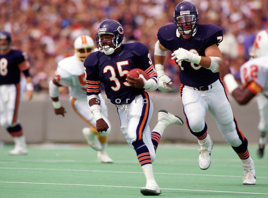 Chicago Bears Neal Anderson (35) during a game from his 1987 season with the Chicago Bears. Neal Anderson played for 8 seasons, all with the Chicago Bears, was a 4-time Pro Bowler.(SPORTPICS)