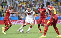 FUSSBALL WM 2014  VORRUNDE    GRUPPE G     Deutschland - Ghana                 21.06.2014 Mesut Oezil (Mitte, Deutschland) gegen Andre Ayew, Mohammed Rabiu und Kwadwo Asamoah (v.l., alle Ghana)