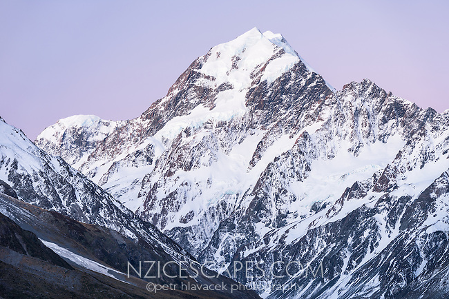 Twilight over Aoraki,Mount Cook, Aoraki, Mt. Cook National Park, Mackenzie Country, UNESCO World Heritage Area, South Island, New Zealand, NZ