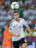 FUSSBALL  EUROPAMEISTERSCHAFT 2012   VORRUNDE Niederlande - Deutschland       13.06.2012 Miroslav Klose (Deutschland) Einzelaktion am Balll