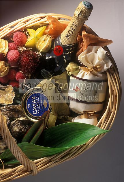 Gastronomie Générale:  panier d'achats  pour le réveillon de Noêl